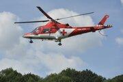 Vrtuľník neďaleko pádu športového lietadla nad obcou Červený Kameň.