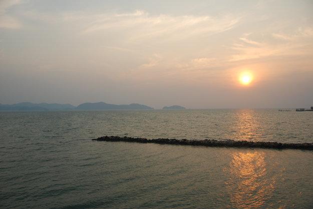 Cesta trajektom z prístavu na ostrov