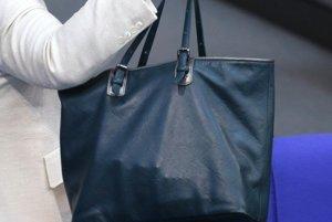 Ivan vytrhol z ruky kabelku 69 ročnej žene. (ilustračná snímka)