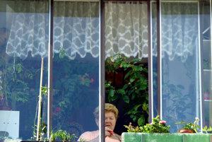 Môže sa na balkóne fajčiť, prášiť alebo spievať? Pýtali sme sa právnikov