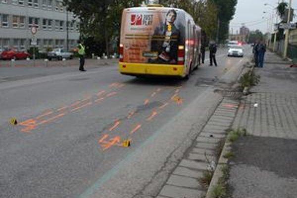 Vodič autobusu neubrzdil, zrážke s chlapcom nemohol zabrániť.