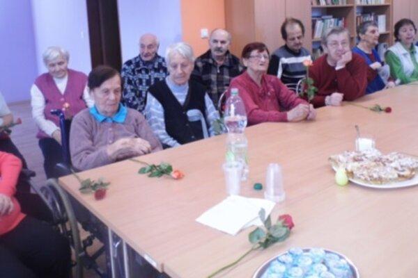 Seniori oslávili MDŽ.