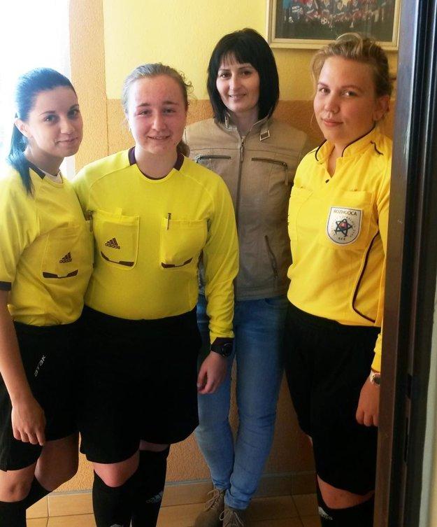 V ObFZ Nitra majú v súčasnosti osem rozhodkýň. Nedávno dokonca jeden zápas v siedmej lige odpískala kompletná ženská trojica.