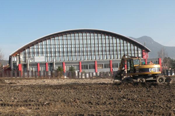 Plaváreň vyrastie vedľa zimného štadióna. Ponuka športových príležitostí môže byť vbudúcnosti aj širšia.