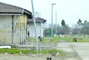 Na Ladislavovom Dvore za Levicami žije asi stovka detí a mládeže.
