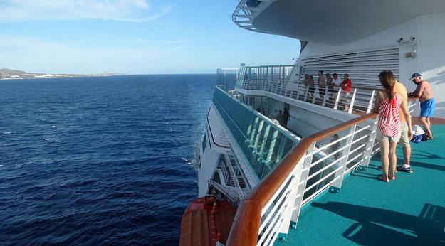 Počas plavby so sprievodcom bude o váš program postarané.