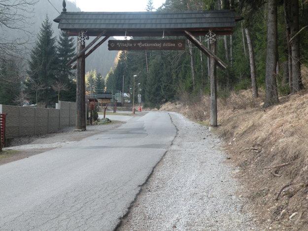 Na pravej strane Čremošnej vznikne nový chodník.