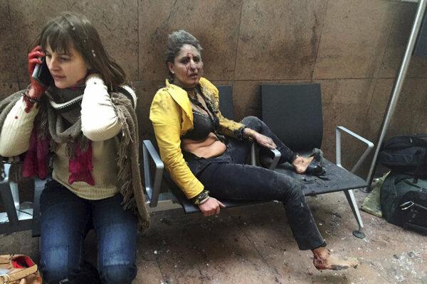 Samovražedné bombové útoky spáchané 22. marca na bruselskom letisku Zaventem a stanici metra Maalbeek/Maelbeek si vyžiadali celkovo 32 obetí na životoch a vyše 300 zranených.