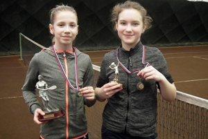 Zľava víťazka turnaja Michaela Gedayová a semifinalistka Naďa Eliášová (obe TK Slávia SPU Nitra).