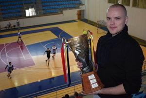 Martin Jamroškovič s putovnou trofejou Rusyn cupu