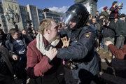 Polícia v Rusku zatkla na protestoch proti korupcii stovky demonštrantov.