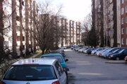 Hlboká a Potravinárska. Ulice, kde je problém s parkovaním najväčší.