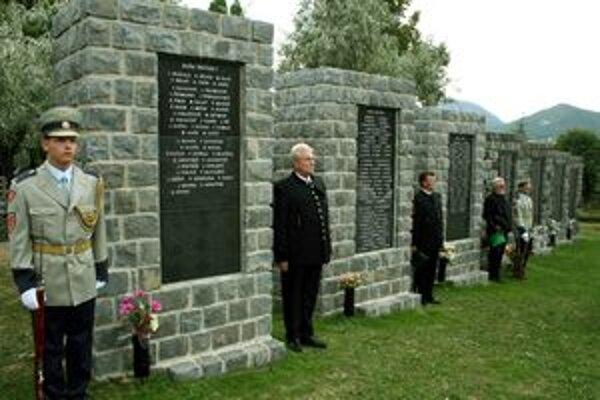 Pamiatku baníkov, ktorí zahynuli v baniach na hornej Nitre, si v sobotu uctí aj premiér Robert Fico.
