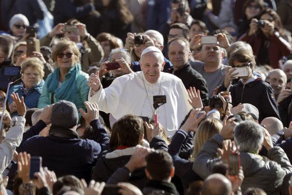 Pápež František počas generálnej audiencie na Námestí sv. Petra.