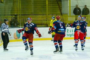 Hokejisti Zvolena sa tešia z gólu do siete Žiliny.