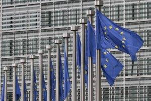 Pred sídlom Európskej komisie v Bruseli.