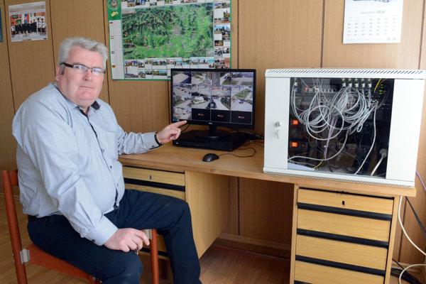 Starosta Buzice. Jozef Mohňanský tvrdí, že kamerový systém spustia ešte tento týždeň.