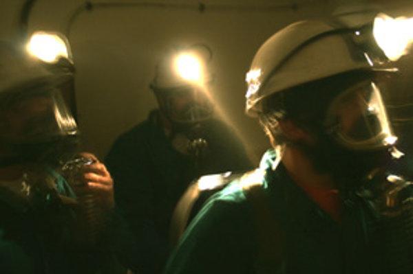 Banskí záchranári pracujú v súčasnosti vo veľmi ťažkých podmienkach.