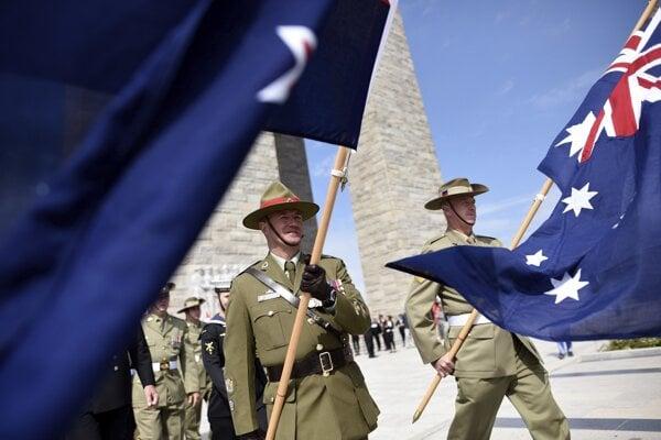 Austrálčania a Novozélanďania si každoročne pripomínajú výročie bitky.