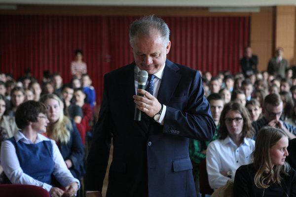 Prezident vo štvrtok diskutoval so študentmi gymnázia v Šamoríne.