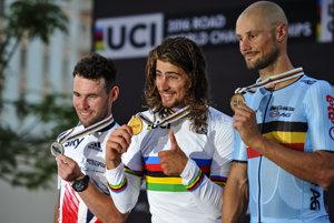 Tom Boonen (vpravo) získal na vlaňajších majstrovstvách sveta bronz, vyhral ich Peter Sagan (v strede).