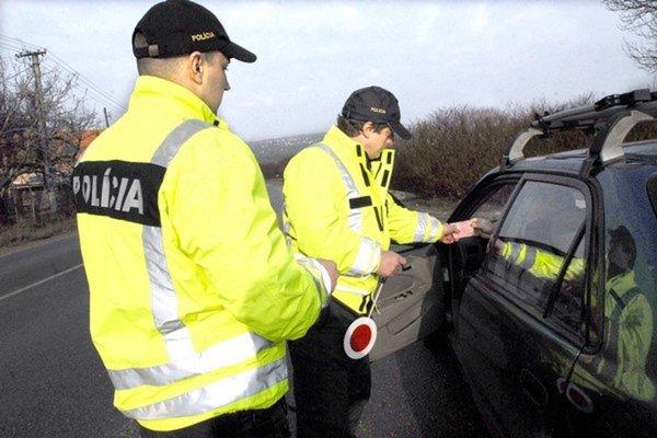 Pri kontrole vodičom namerali alkohol.