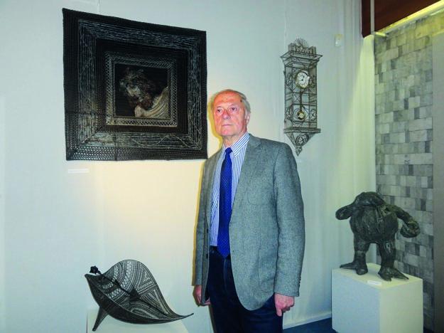 Pri exponátoch Anton Števko, riaditeľ Ponitrianskeho múzea.