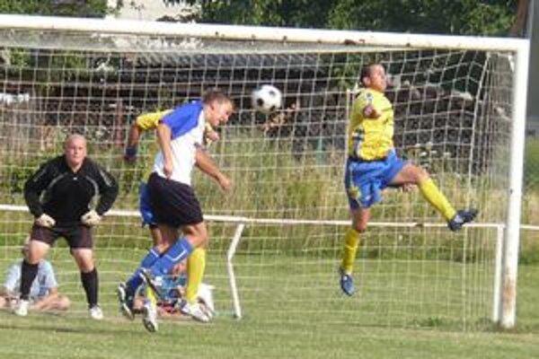 Oslany strelili Opatovciam päť gólov.