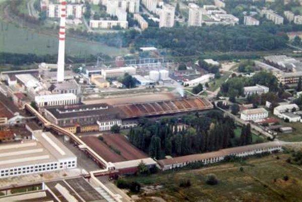 Bývalé závody TAZ Trnava, v pozadí sídlisko Prednádražie.