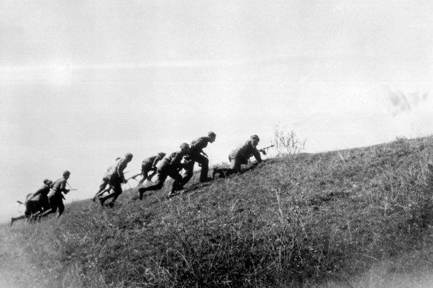 Výcvik väčšiny vojakov trval len pár dní. Foto: archív ČTK