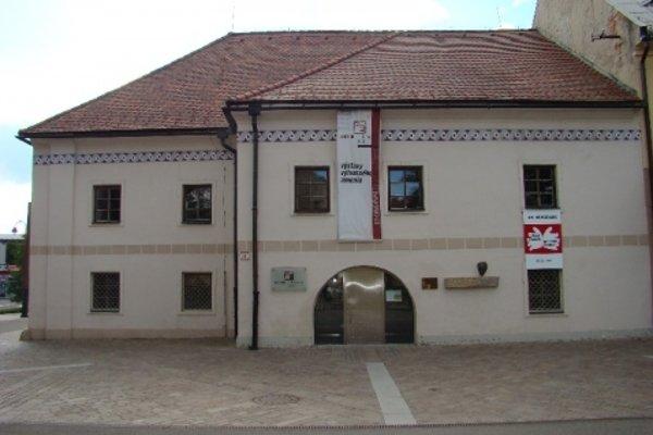 Pongrácovská kúria  v centre Liptovského Mikuláša. Dnes sa v ňom nachádza Centrum Kolomana Sokola.