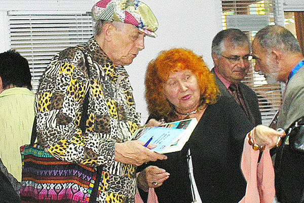 Profesorka rusistiky so svetoznámym spisovateľom na stretnutí pred desiatimi rokmi.
