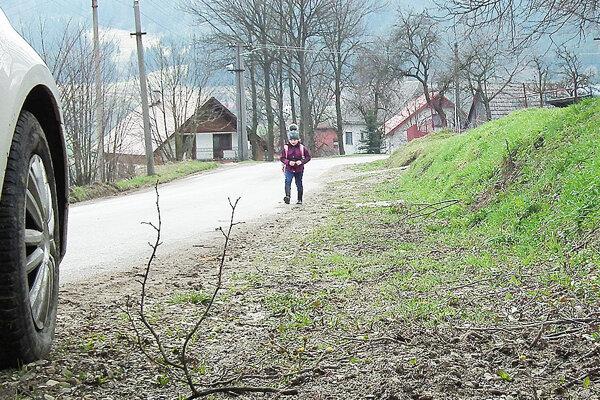 Donedávna deti zo školy chodili domov po ceste, dnes využívajú plochy, kde bol kedysi kanál.