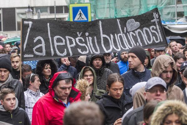 Na Veľký protikorupčný pochod prišli v utorok tisíce ľudí.