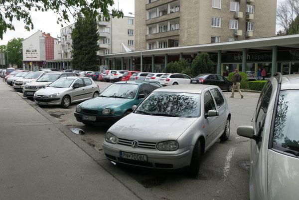 Za parkovanie sa v centre Piešťan platí počas celého týždňa, vrátane víkendu.