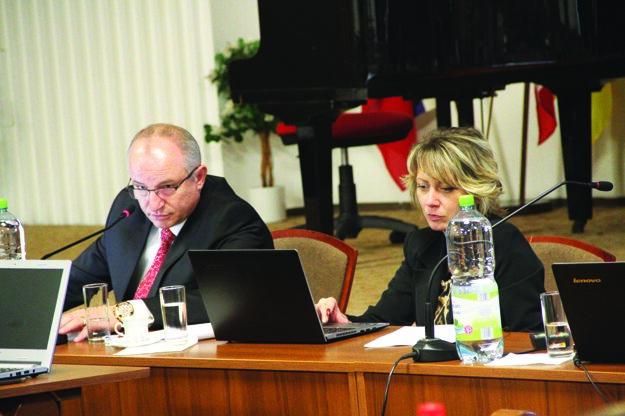 Radnica na čele s primátorom Jozefom Belickým rieši momentálne problém projekt Domov dôchodcov.