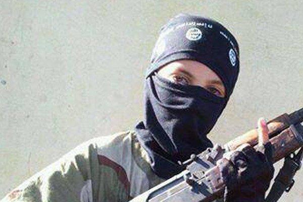 Mladý bojovník v sýrskom meste Rakka.