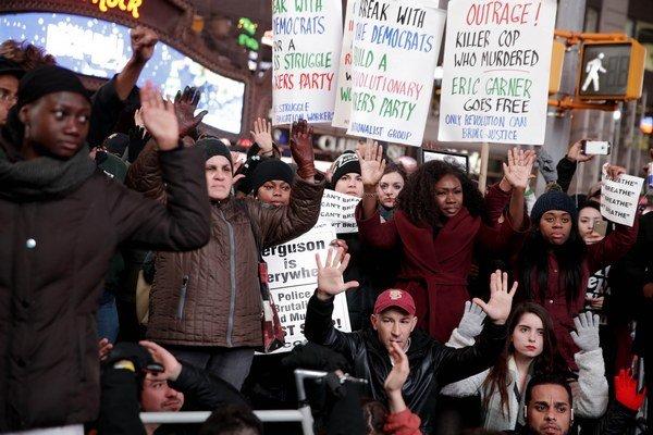 Smrť Afroameričana vyvolala v New Yorku ďalšie protesty proti policajnej brutalite.