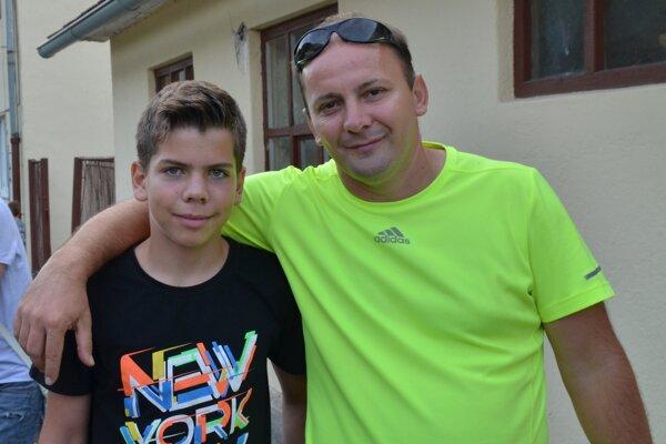 Michal Domik so synom, ktorý je oporou mužstva starších žiakov, no góly dáva už aj za dorastencov.