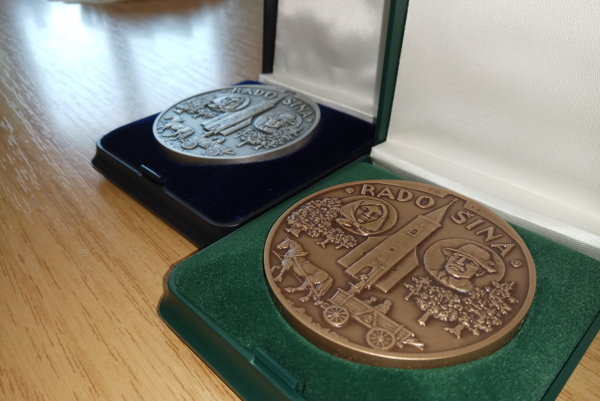 Pamätné medaily.