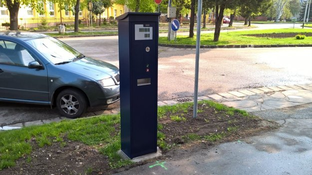 Parkovacie automaty v centre mesta.