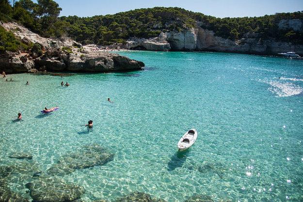 Menorka: Najlepšia sezóna na kúpanie je august.