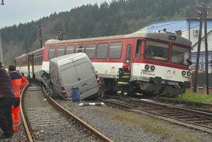 Zrážka vlaku s dodávkou.