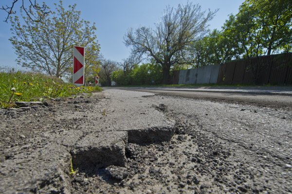 Radnica opraví viacero mestských ciest a chodníkov. Il. Foto