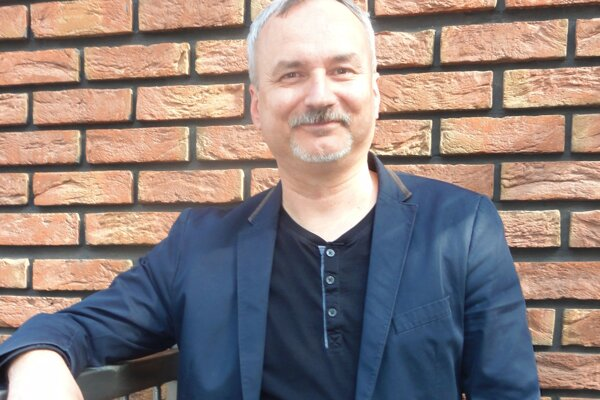 Noro Ölvecký svoju novinku predstaví v Krajskej knižnici Karola Kmeťka v stredu 3. mája.