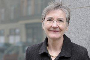 Judy Demspeyová patrí k najznámejším európskym zahranično-politickým analytikom. Vyštudovala v Dubline, venuje sa aj Nemecku a Británii. Písala pre International Herald Tribune, Financial Times aj The Economist. Pracuje pre think-tank Carnegie Europe, kde má vlastný blog Strategic Europe.