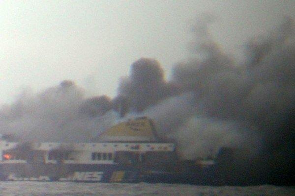 Požiar na lodi Norman Atlantic, ktorá smerovala z gréckeho Patrasu do talianskej  Ancony.