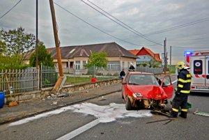 Zásah.Auto zdemolovalo stĺp.
