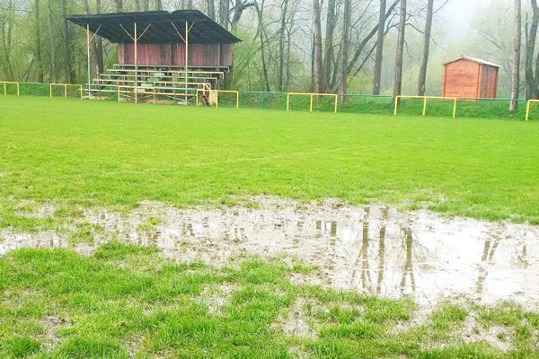 Kluby v oravských súťažiach si od futbalu oddýchnu aj druhý víkend za sebou.