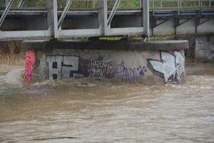 Najväčšiu hrozbu momentálne predstavuje rieka Kysuca.